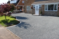 Norwich-driveway-tar-&-chippings-brick-paved-border