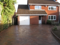 Brickweave-driveway-in-traditional-setts